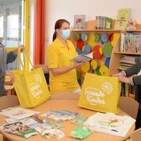 Das Niederlausitzer Netzwerk Gesunde Kinder unterstützte den Vorlesetag in der Kinderklinik mit Materialien rund um das Thema Lesen und Sprachentwicklung. (Foto: KNL/Steffen Rasche)