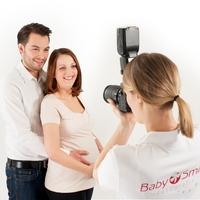 Bild 2: Schwangere können auf dem Babyflohmarkt die kostenfreie Babybauchfotografie von BabySmile nutzen.  (Foto: BabySmile)